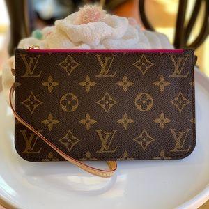NEW! Authentic Louis Vuitton Pochette
